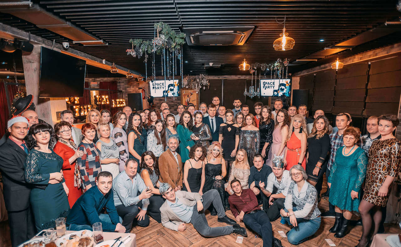 zaliv-ship-design-people-on-corporate-party-ny-2020